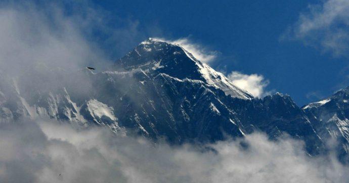 Junko Tabei, chi è la prima donna che ha scalato la cima dell'Everest: a lei è dedicato il doodle di Google di oggi
