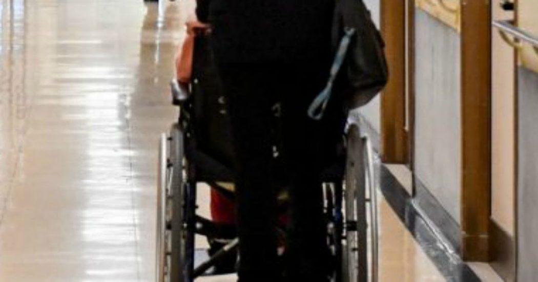 Disabili senza sostegno, le odissee delle famiglie: 'Le mie figlie sole a fissare le pareti'. 'Jacopo s'è rotto una gamba e non sappiamo perché'