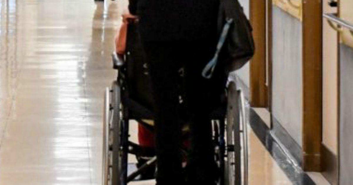Disabili, il nuovo disegno di legge sul caregiver familiare è un pugno in faccia a chi ha più bisogno