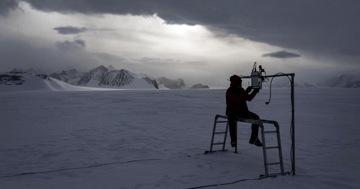 Odissea in Antartide, un astrofisico in missione tra i ghiacci per capire il calo demografico delle stelle
