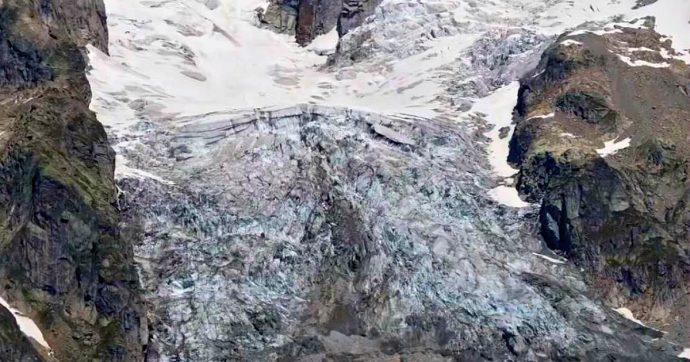 """Monte Bianco, a rischio crollo pezzo di ghiacciaio di 250mila metri cubi. Wwf: """"Sotto i 3500 metri pericolo estinzione in 30 anni"""""""