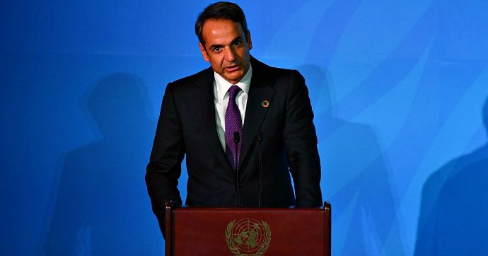Grecia, il governo Mitsotakis punta sulle rinnovabili ma continua a dare licenze per estrarre petrolio. E inquieta Ankara