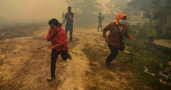 Indonesia, incendi provocano foschia tossica: un milione di persone con problemi respiratori