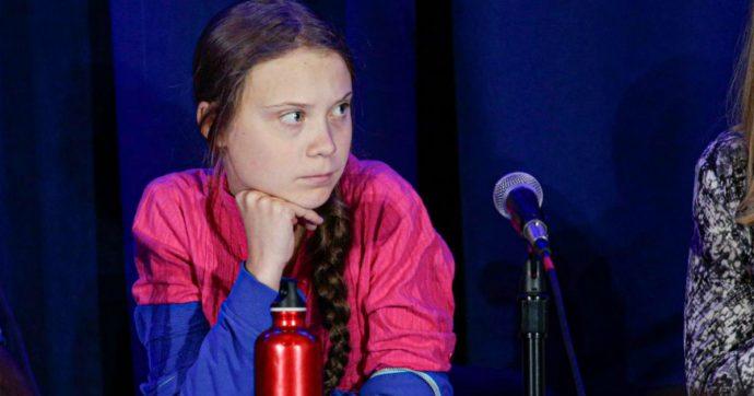 """Roma, manichino di Greta Thunberg appeso a un ponte. Avviate indagini per minacce aggravate. Raggi: """"Vergognoso"""""""