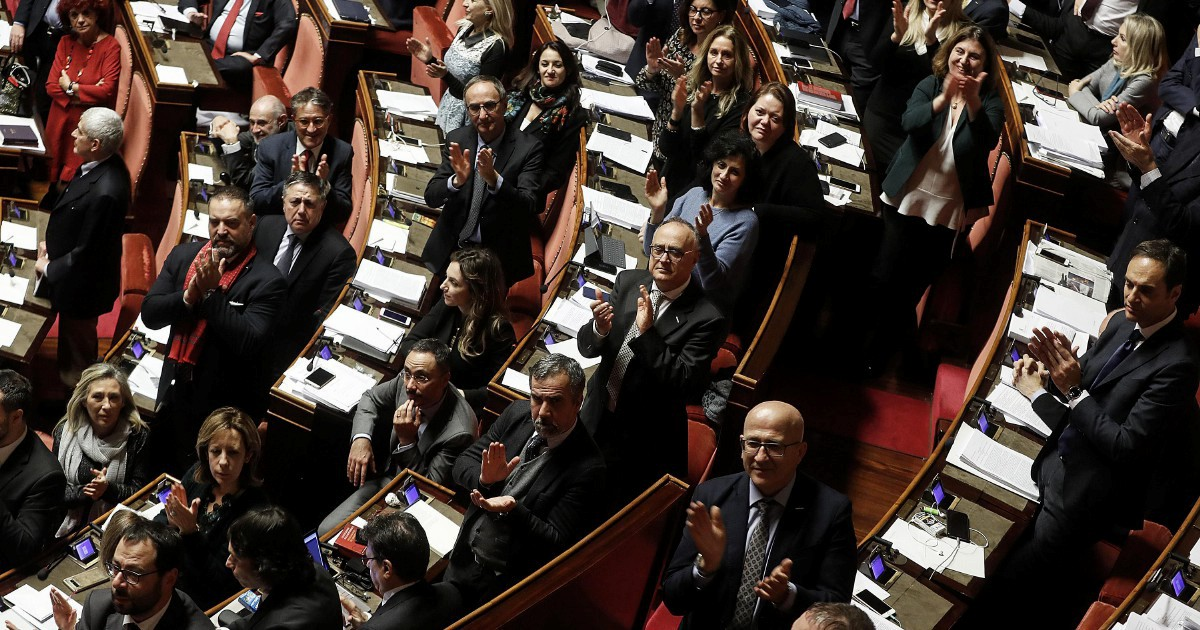 'Demofollia', così Michele Ainis descrive la repubblica dei paradossi