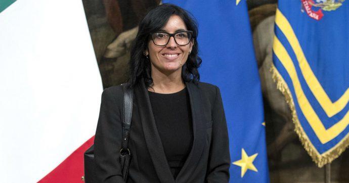 """Furbetti del cartellino, la ministra Dadone: """"Stop alle impronte digitali per incastrarli. Deprime l'entusiasmo dei lavoratori"""""""