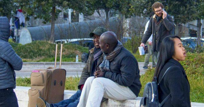 Migranti, l'Italia è il terzo Paese europeo per numero di stranieri regolarmente residenti: diminuiscono ingressi per motivi di lavoro