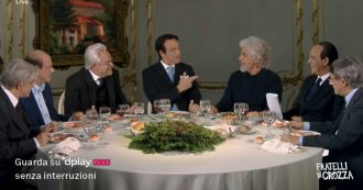 """Crozza nei panni di Conte, Grillo, Zingaretti e Berlusconi intorno a un tavolo a sfottere Salvini: """"Gli tassiamo il mojito, poi riapriamo i porti"""""""