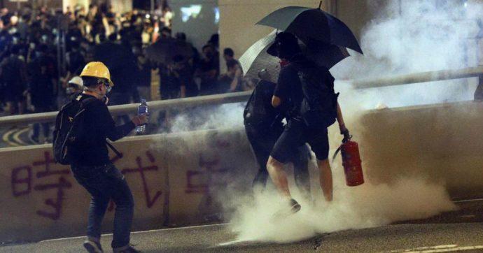 """Hong Kong, proteste e scontri con la polizia nel quinto anniversario di Occupy Central. Joshua Wong: """"Mi candido alle elezioni locali"""""""