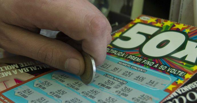 Adolescenti, lo studio dell'Istituto superiore di Sanità: il 16 per cento ha sintomi o disturbi da gioco d'azzardo