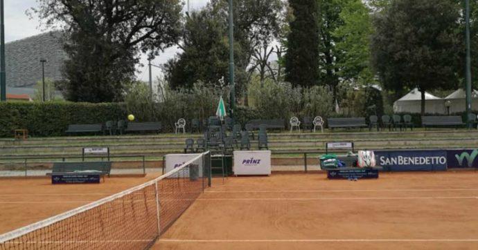 In Lombardia sono diventati tutti tennisti: oltre 3mila tessere federali in poche settimane per aggirare le restrizioni anti-Covid