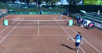 """""""Sei fantastica, sei molto sexy"""". L'arbitro molesta una minorenne durante un match di tennis a Firenze: sospeso"""