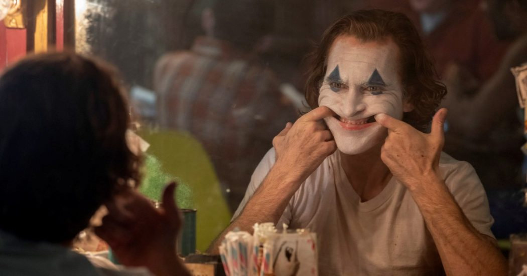 "Arriva ""Joker"": avvisate Batman che è fuorilegge"
