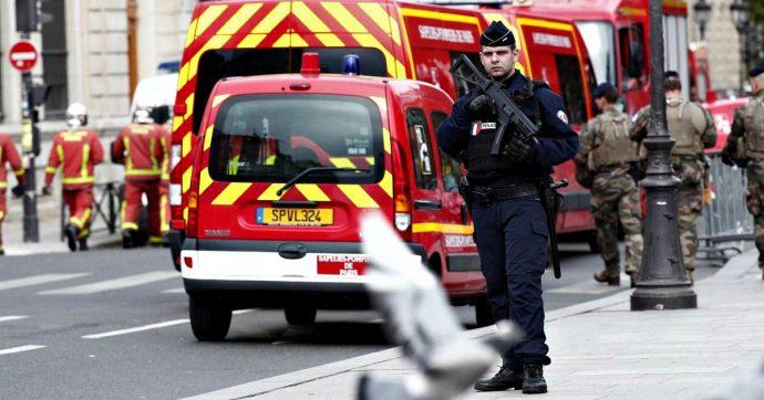 Parigi, funzionario di polizia entra in commissariato e accoltella i colleghi: morte 5 persone, compreso l'aggressore