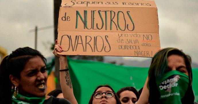Diritto all'aborto: migliaia di donne per le strade dell'America Latina, dove interrompere una gravidanza può costare il carcere