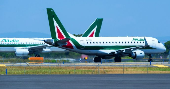 Alitalia, settima proroga per l'offerta vincolante. Atlantia mette quattro paletti per partecipare al piano di rilancio