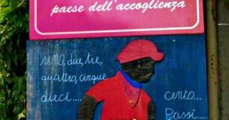 Riace, il sindaco leghista spazza via anche il cartello che ricordava Peppino Impastato