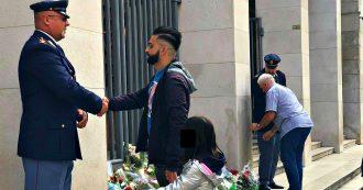 """Trieste, fiori per gli agenti uccisi, abbracci e carezze per i colleghi. Un testimone: """"Quei rumori mi sembravano petardi"""""""