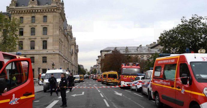 """Strage in questura a Parigi, il killer era radicalizzato ed era già stato segnalato. Il ministro dell'Interno: """"Non mi dimetto"""""""