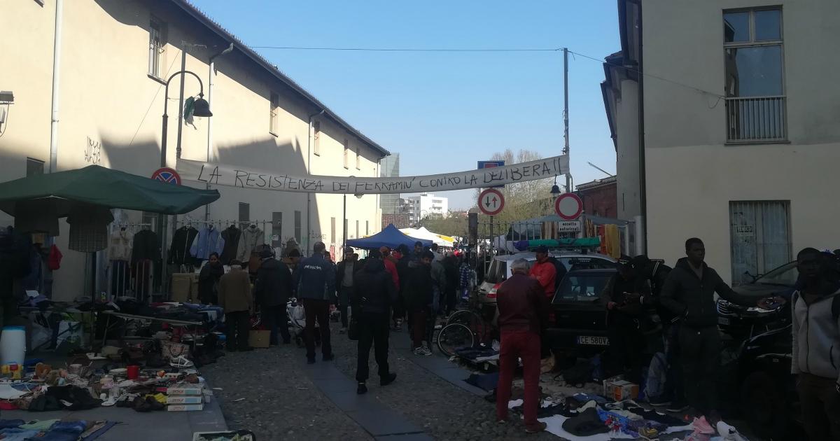 Torino, sgombero al mercato del Balôn. Quando la riqualificazione sbatte i poveri in periferia