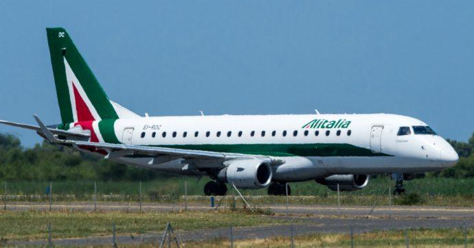 Sciopero Alitalia, il 9 ottobre cancellati 198 voli: la compagnia attiva piano straordinario. Martedì Patuanelli incontra i commissari