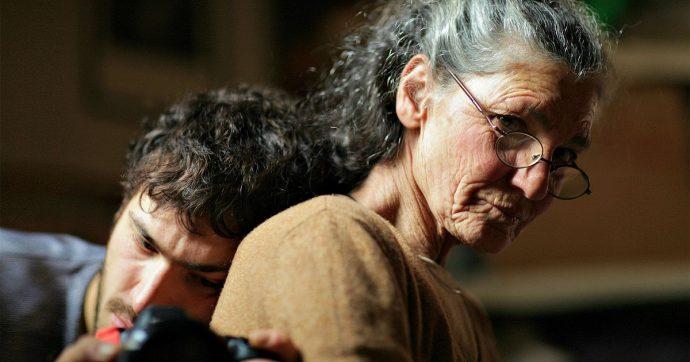 """Benedetta Barzini – """"La scomparsa di mia madre"""", il documentario che è una insolita sfida tra consanguinei"""