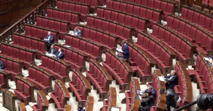 Riforme costituzionali, maggioranza presenta ddl: Senato non più regionale. Taglio ai delegati per l'elezione del capo dello Stato