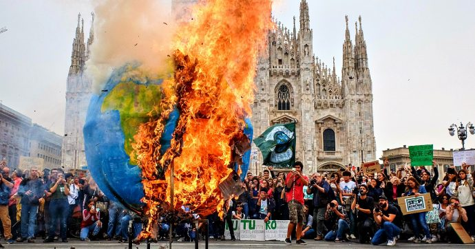 """Fridays For Future, i giovani si radicalizzano: contro """"i potenti della terra"""" e le grandi opere, attenti a temi del lavoro e """"giustizia sociale"""""""