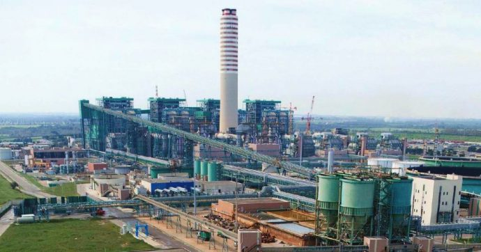 """Enel, 11 richieste di rinvio a giudizio per ceneri della centrale di Brindisi vendute per fare il cemento: """"Così risparmiano sulle scorie"""""""