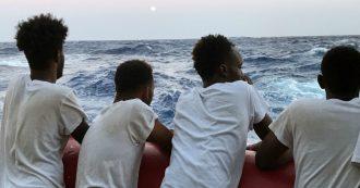 """Migranti, 80 soccorsi dalla nave Aita Mari. Alarm Phone: """"In 90 su barca in difficoltà"""""""