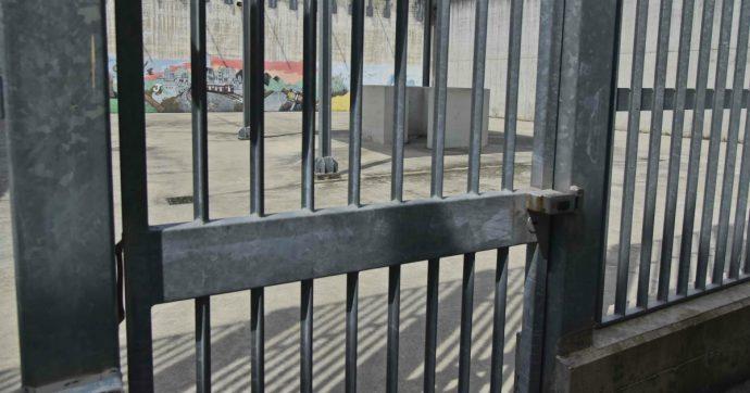 """Coronavirus, la rivolta nelle carceri dopo la stretta su permessi e colloqui: """"In caso di contagi non bastano le celle di isolamento"""""""