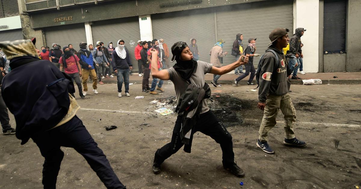 Ecuador, le proteste irrompono in Parlamento e il governo trasloca. Ecco cosa sta succedendo