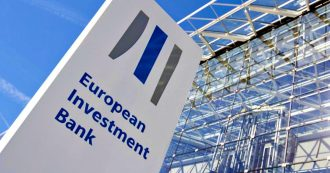 Energia, la Banca europea annuncia la messa al bando dei finanziamenti a fonti fossili dal 2020. Per ora ci investe ancora miliardi