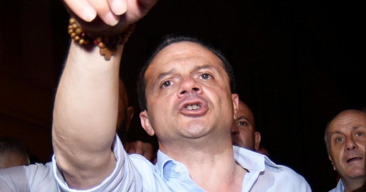 """Il """"circo"""" di Cateno contro i pm: piduisti, fascisti e legali dei clan"""