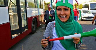 Iran, dopo 40 anni le donne tornano negli stadi: la gioia delle 3500 tifose prima della partita