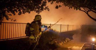 """Los Angeles, maxi-rogo """"Saddlebridge"""" divora il nord della città: evacuate 100mila persone"""