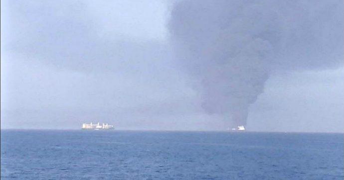"""Arabia Saudita, petroliera iraniana esplode al largo del porto di Gedda. Compagnia: """"Colpita da due missili"""""""