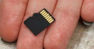 Trovano per terra scheda di memoria di un cellulare: all'interno foto e video di un omicidio. Arrestato un uomo