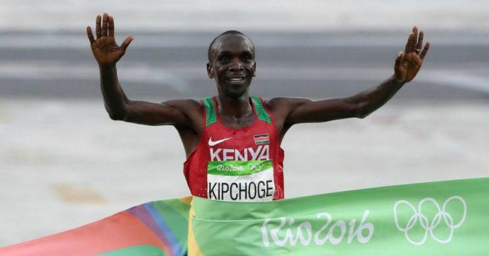 Maratona, l'impresa di Eliud Kipchoge: abbattuto il muro delle due ore