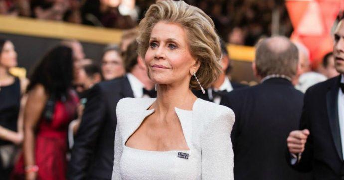 Jane Fonda, l'attrice partecipa alla protesta per il clima a Washington: arrestata dalla polizia