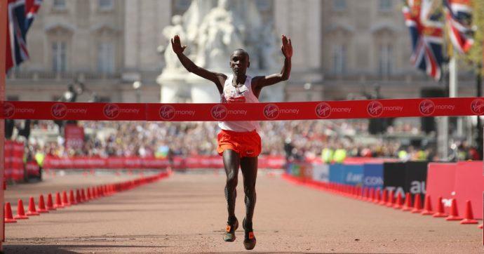 Maratona, Eliud Kipchoge atterra sotto le due ore. Una corsa che è appena iniziata
