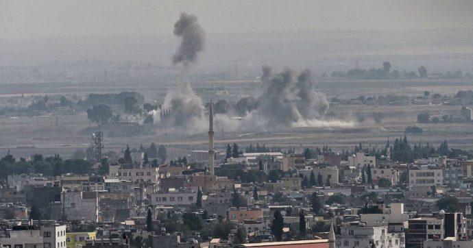"""Siria, curdi agli Usa: """"Ci avete abbandonati. Aiutateci"""". Pentagono dopo l'attacco della Turchia: """"Sapeva che c'erano nostri soldati"""""""