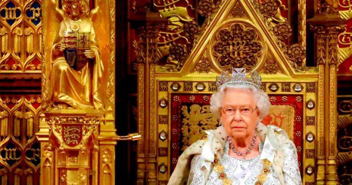 """Brexit, la regina Elisabetta al Parlamento: """"I cittadini europei avranno diritto di rimanere. Priorità del governo è l'uscita entro 31 ottobre"""""""