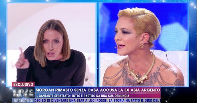 """Live Non è la D'Urso, Asia Argento litiga con Karina Cascella: """"Ma tu chi sei? Che posto hai nel mondo?"""""""