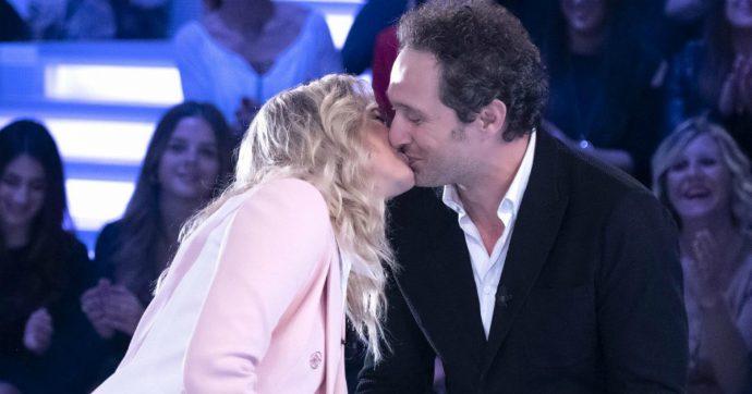 """Claudio Santamaria, la confessione a Verissimo: """"Con Francesca Barra ci siamo scannati"""". Poi il bacio in studio"""