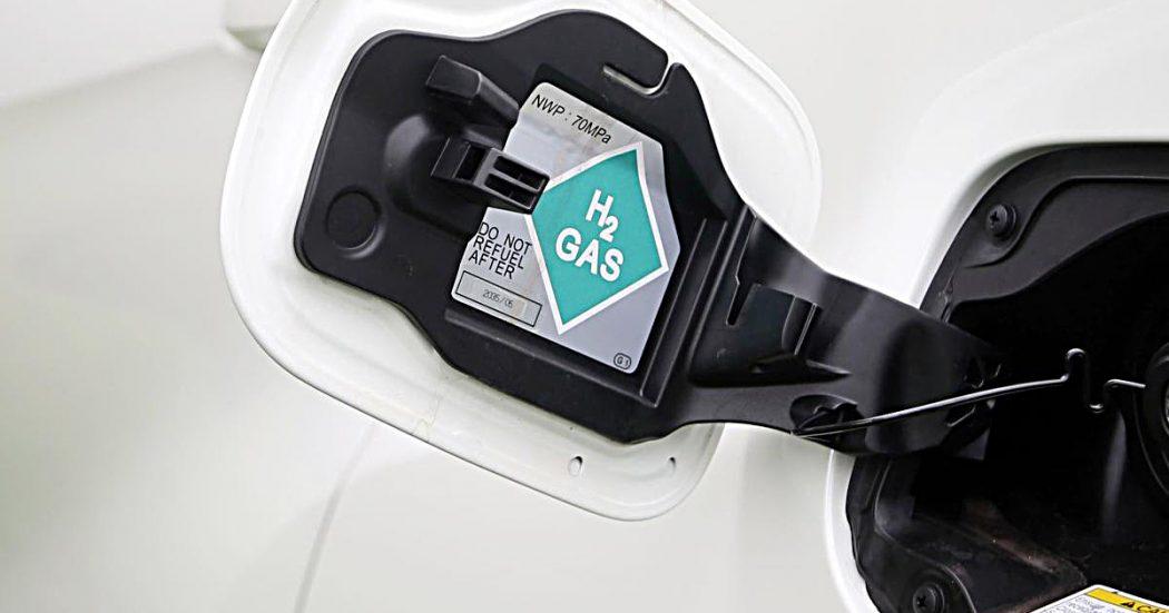 Idrogeno, la sfida legata alla sostenibilità di eolico e fotovoltaico. Dai treni alle auto, la Germania guida la rincorsa Ue a Cina e multinazionali