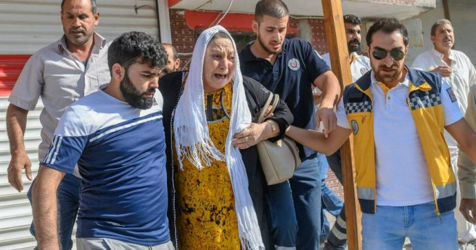 """Siria, soldati Assad con i curdi contro Turchia. Erdogan: """"Attacchiamo Kobane e Manbij"""". Trump: """"In arrivo grandi sanzioni per Ankara"""""""