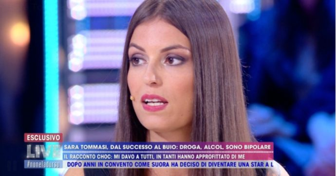 """Sara Tommasi torna in tv a """"Live Non è la D'Urso"""": """"Mi davano tantissima cocaina obbligandomi a girare film hard"""""""