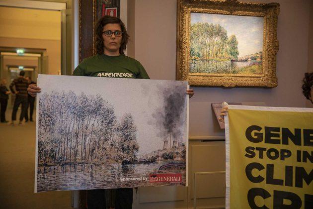 Clima, la contro mostra di Greenpeace per criticare gli inve
