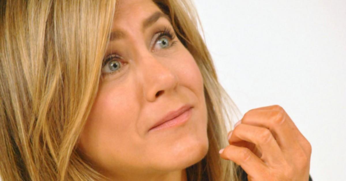 Jennifer Aniston: la foto senza veli allasta contro il Coronavirus